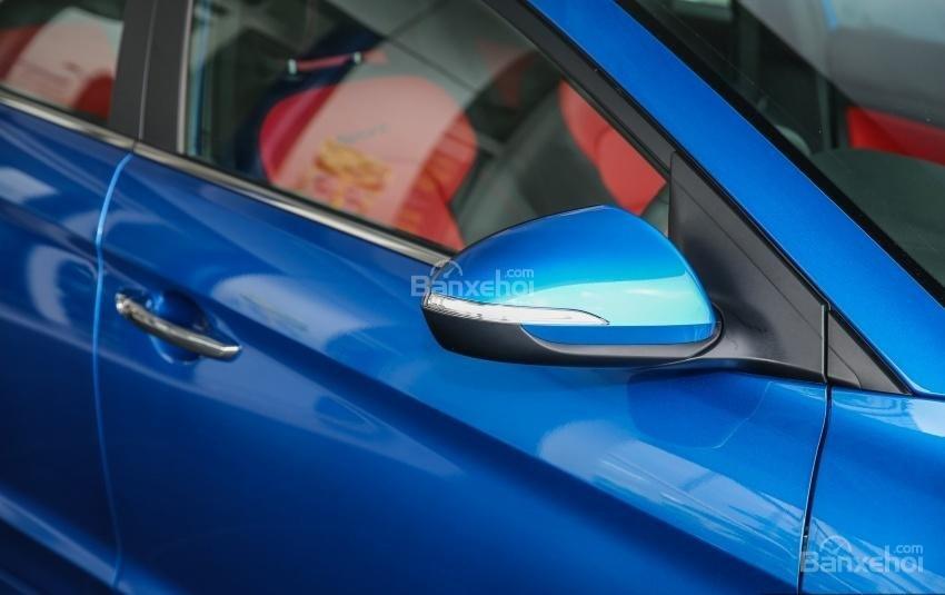 Đánh giá xe Hyundai Elantra Sport 2018: Gương chiếu hậu.
