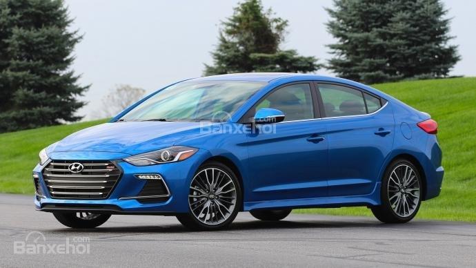 Đánh giá xe Hyundai Elantra Sport 2018 bản Đông Nam Á về giá bán, trang bị - Ảnh1.
