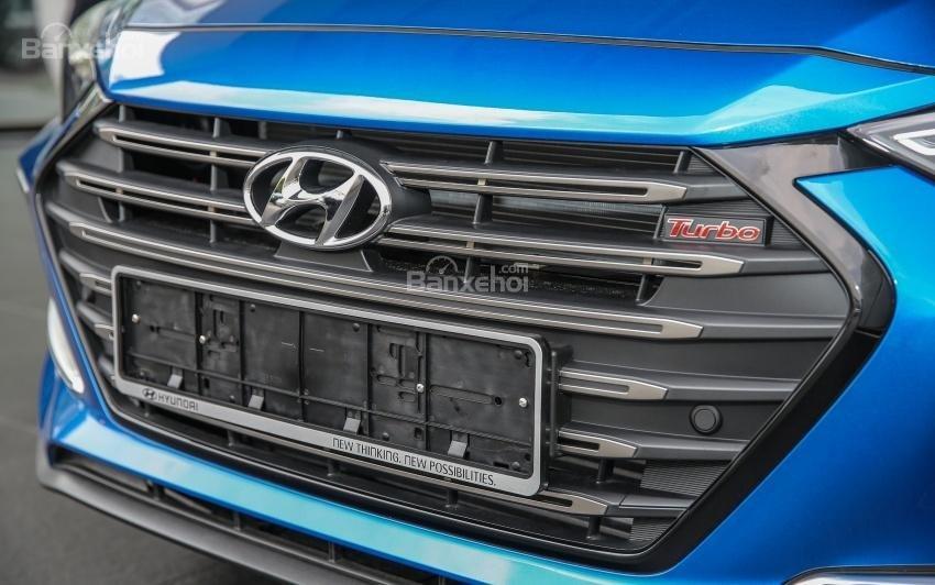 Đánh giá xe Hyundai Elantra Sport 2018: Lưới tản nhiệt.