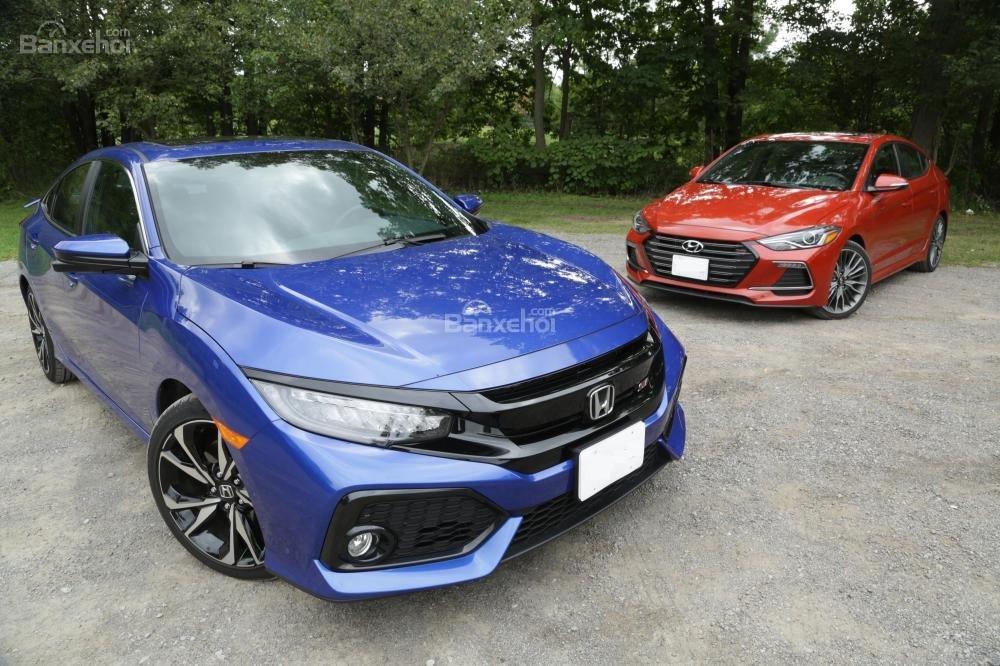 So sánh xe Honda Civic Si 2018 và Hyundai Elantra Sport 2018: Sự lựa chọn khó khăn.