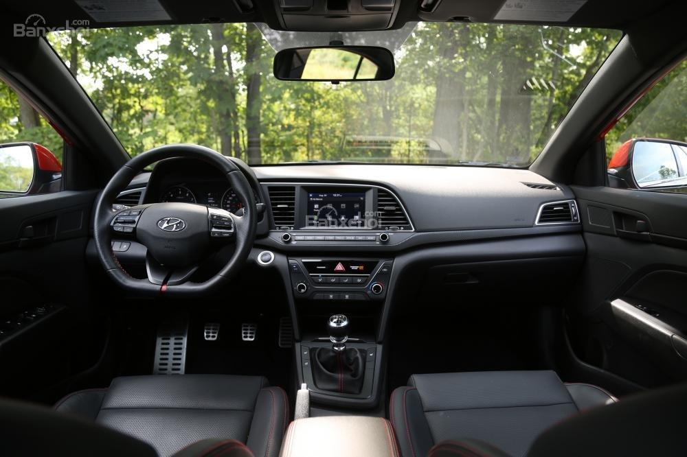 So sánh Honda Civic Si 2018 và Hyundai Elantra Sport 2018 về thiết kế nội thất''''''''