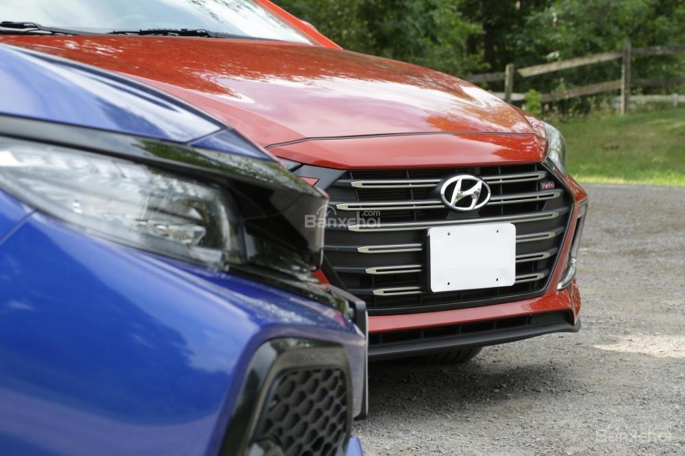 So sánh Honda Civic Si 2018 và Hyundai Elantra Sport 2018 về mức tiêu hao nhiên liệu,