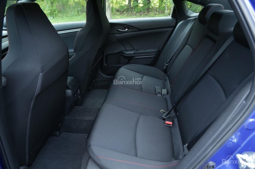 So sánh ghế ngồi Honda Civic Si 2018 và Hyundai Elantra Sport 2018''''''''