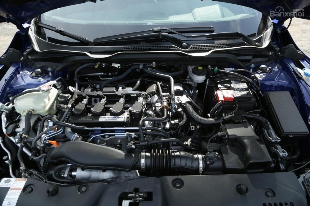 So sánh Honda Civic Si 2018 và Hyundai Elantra Sport 2018 về động cơ.