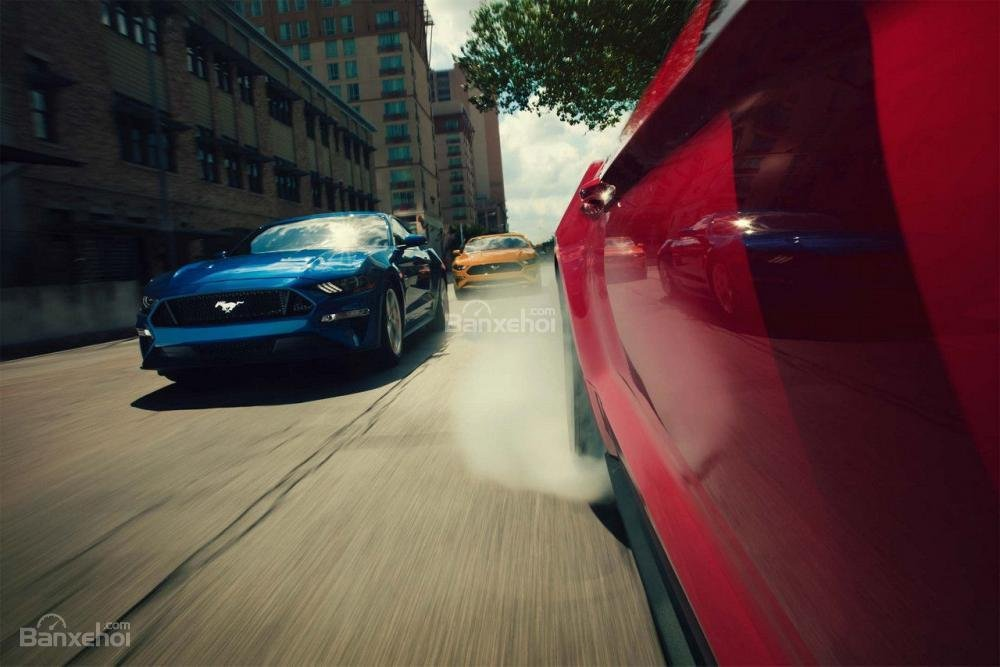 Ford Mustang 2018 - Mẫu coupe thể thao nâng cấp nhanh hơn và đáng tiền hơn.