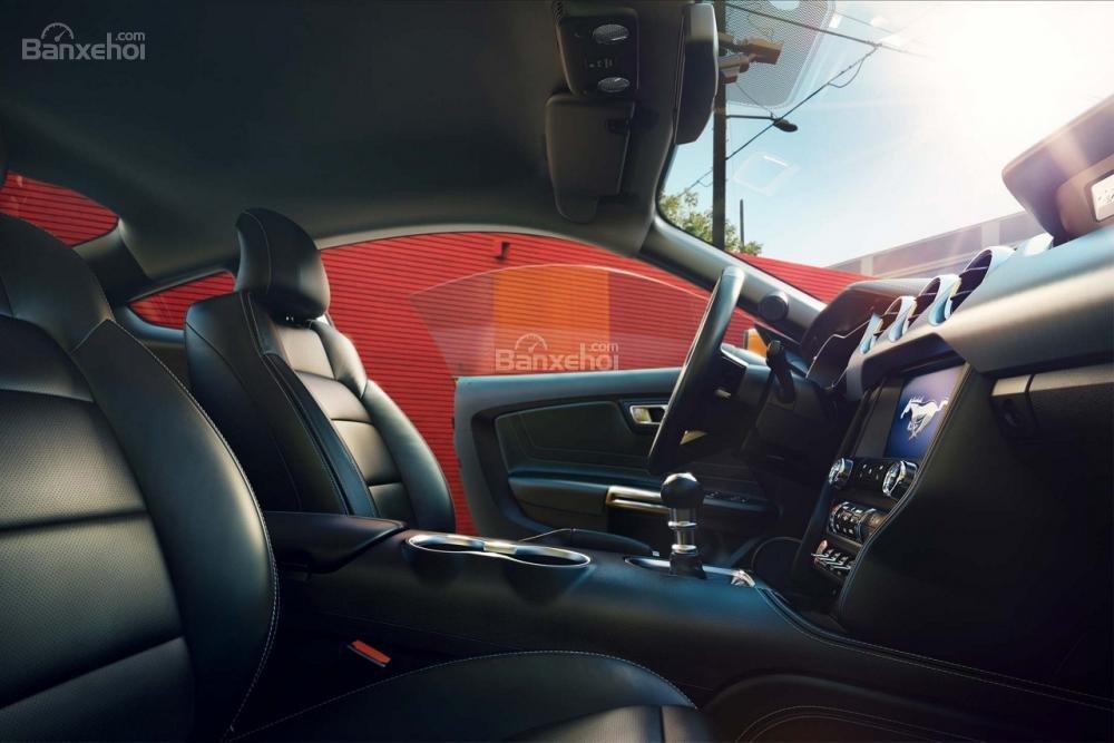 Đánh giá xe Ford Mustang 2018: Ghế trước có không gian thoải mái và hỗ trợ người dùng tốt hơn a1