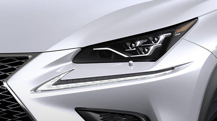 Ảnh chụp đèn pha xe Lexus NX 300 2018