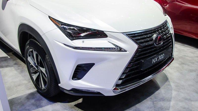 Ảnh chụp lưới tản nhiệt xe Lexus NX 300 2018