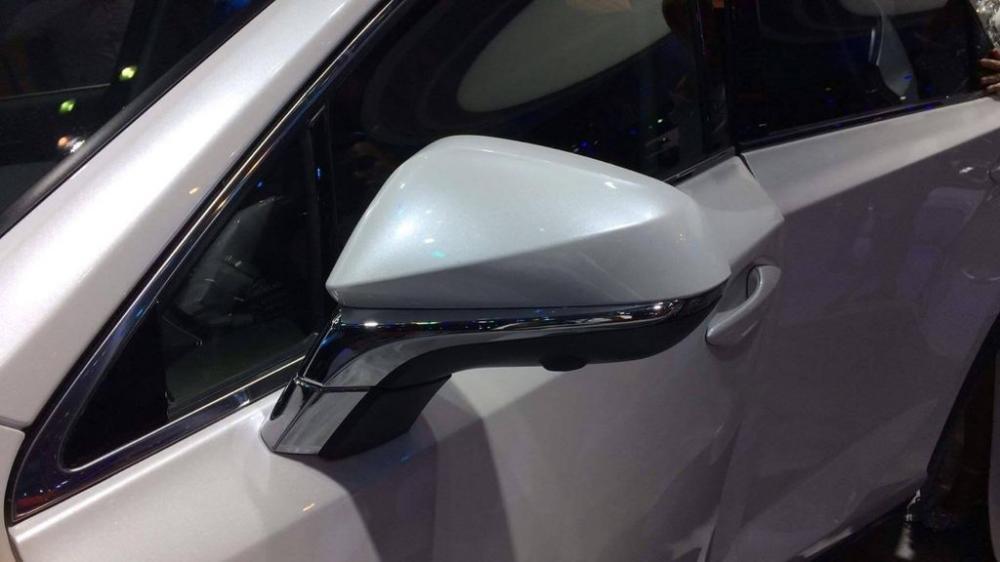 Ảnh chụp gương chiếu hậu xe Lexus NX 300 2018