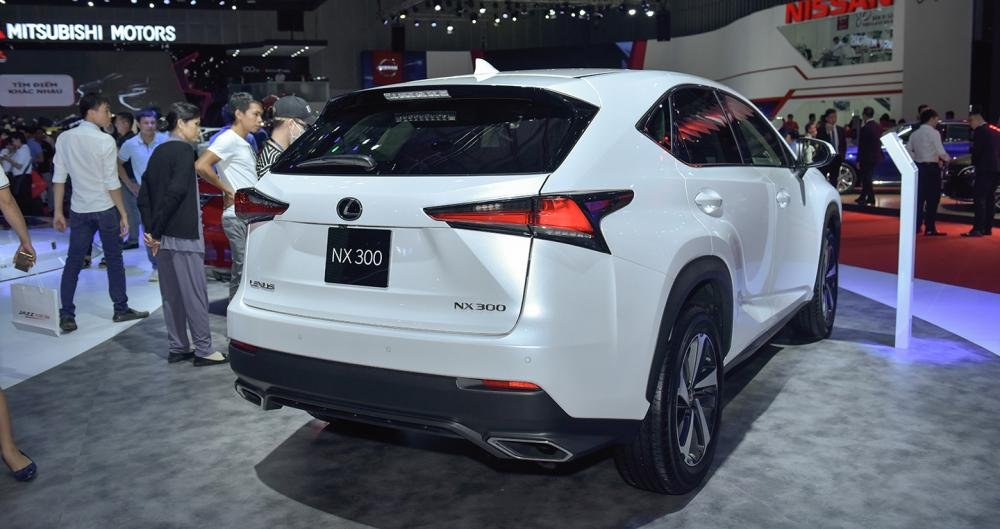 Ảnh chụp đuôi xe Lexus NX 300 2018