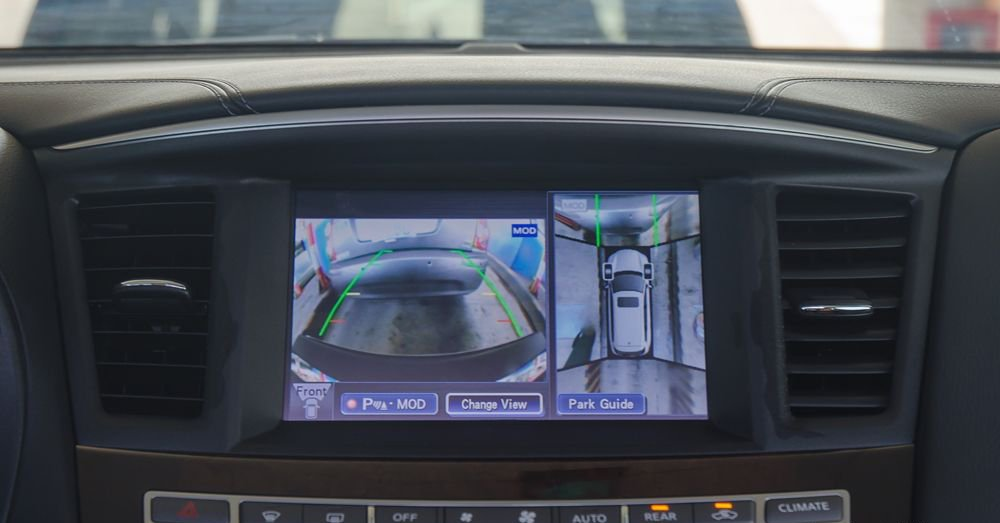 So sánh xe Infiniti QX60 2018 và Audi Q7 2018 về hệ thống giải trí.
