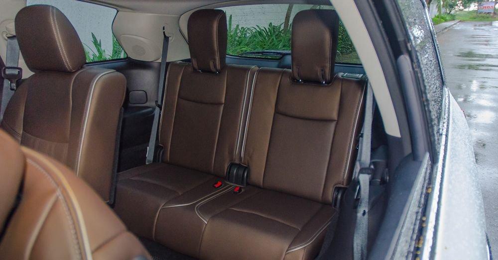 So sánh xe Infiniti QX60 2018 và Audi Q7 2018 về ghế ngồi 8
