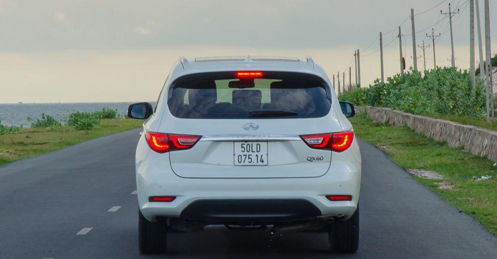 So sánh xe Infiniti QX60 2018 và Audi Q7 2018 về đuôi xe 3