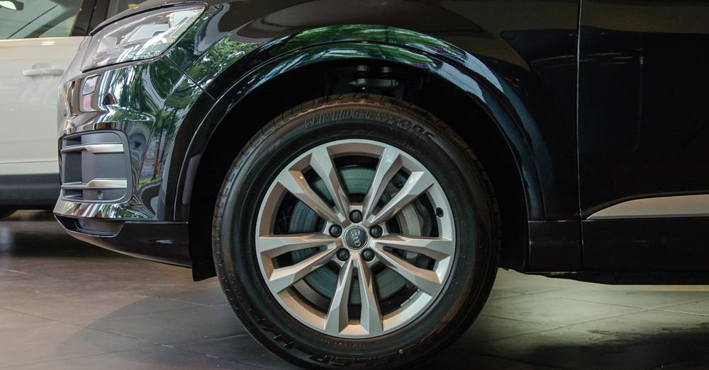 So sánh xe Infiniti QX60 2018 và Audi Q7 2018 về đuôi xe 5