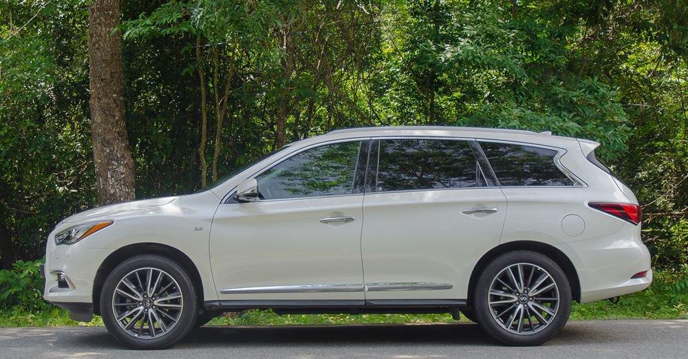 So sánh xe Infiniti QX60 2018 và Audi Q7 2018 về thân xe 3