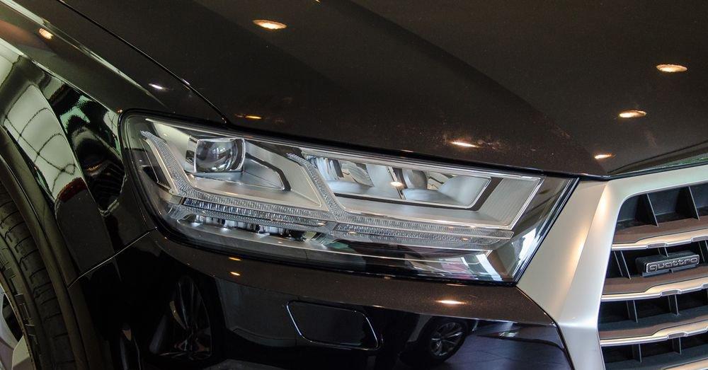 So sánh xe Infiniti QX60 2018 và Audi Q7 2018 về đầu xe 9
