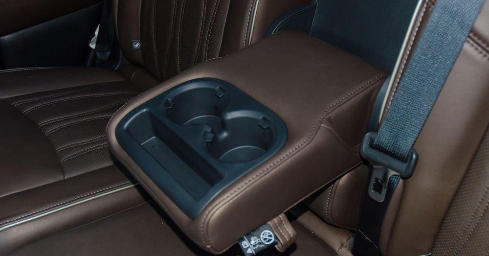So sánh xe Infiniti QX60 2018 và Audi Q7 2018 về ghế ngồi 12