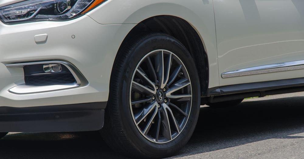 So sánh xe Infiniti QX60 2018 và Audi Q7 2018 về đuôi xe 9