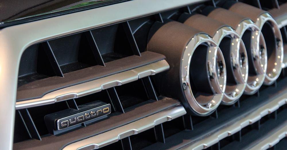 So sánh xe Infiniti QX60 2018 và Audi Q7 2018 về đầu xe 5