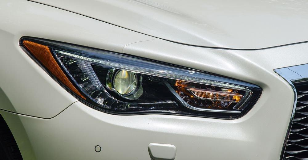 So sánh xe Infiniti QX60 2018 và Audi Q7 2018 về đầu xe 11
