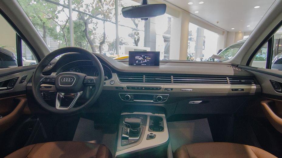 So sánh xe Infiniti QX60 2018 và Audi Q7 2018 về nội thất: Xe cổ điển và xe hiện đại 3