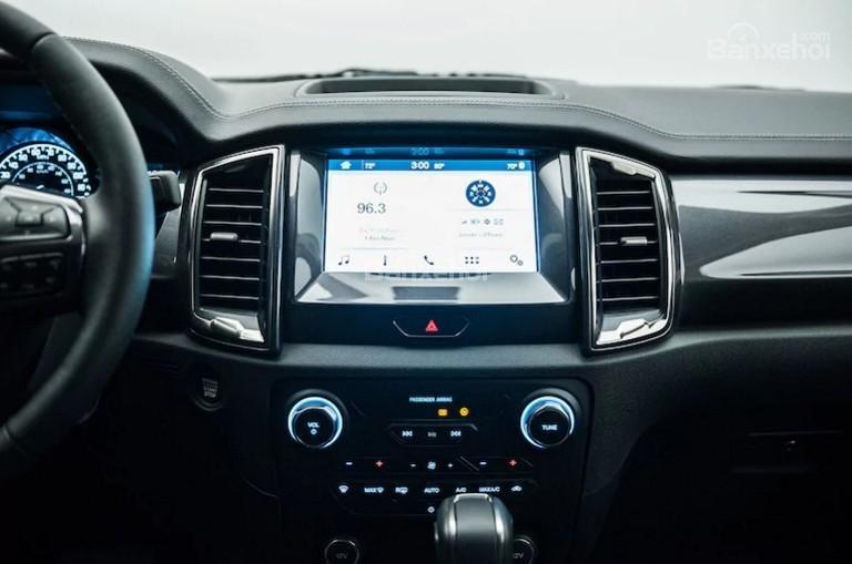 Màn hình cảm ứng 8 inch xe Ford Ranger 2019-2020