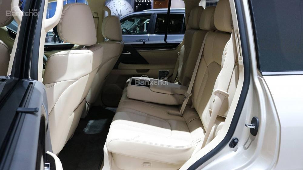 Hàng ghế sau xe Lexus LX 570 2018 bản 5 chỗ