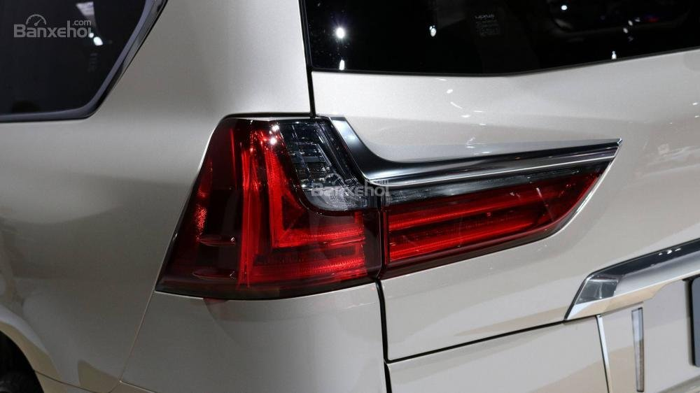 Đèn hậu xe Lexus LX 570 2018 bản 5 chỗ