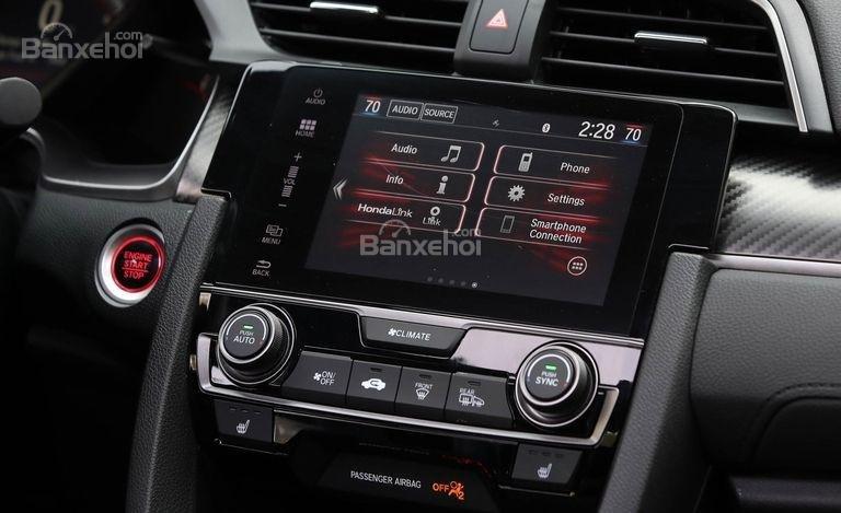 Đánh giá xe Honda Civic Si 2018: Xe được trang bị đủ tiện nghi.