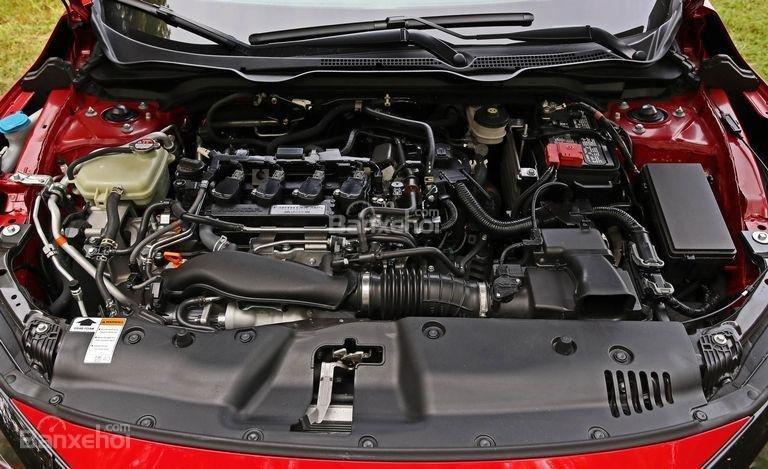 Đánh giá xe Honda Civic Si 2018: xe được trang bị động cơ turbo.