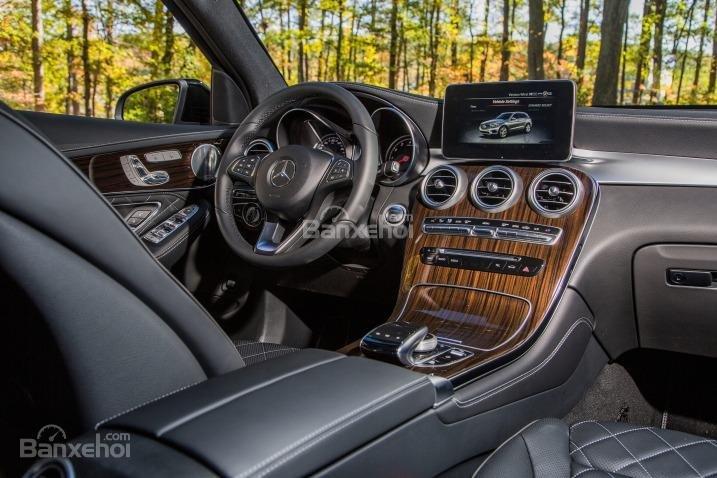 Mercedes Benz GLC-Class 2018 có thiết kế nội thất sang trọng a1