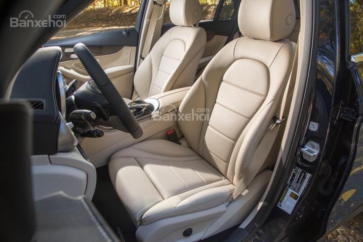 Ưu điểm Mercedes Benz GLC-Class 2018: Hệ thống ghế ngồi thoải mái.