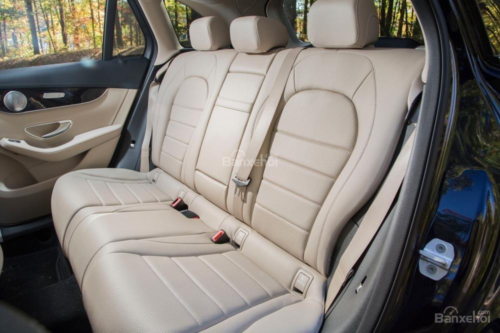 Ưu điểm Mercedes Benz GLC-Class 2018: Hệ thống ghế ngồi thoải mái 12
