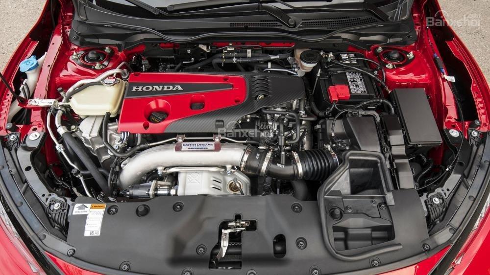 Honda Civic Type R 2018 sử dụng động cơ tăng áp I4 2.0L mạnh 306 mã lực/399 Nm.