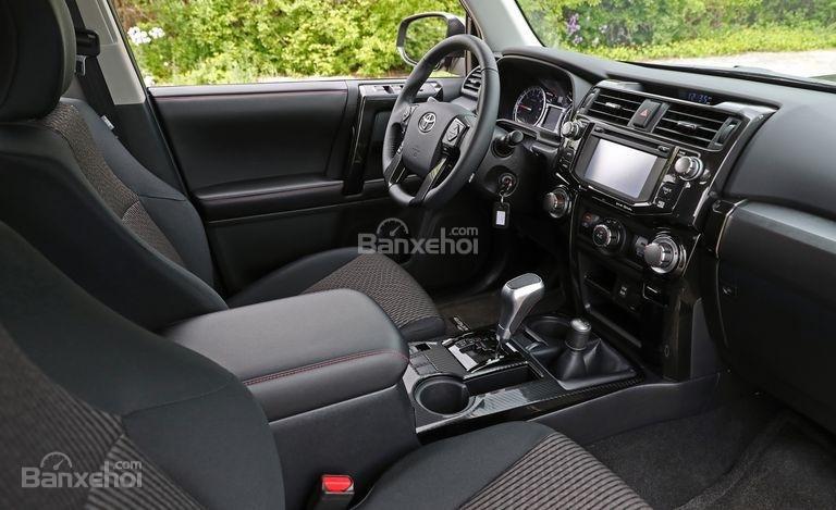 Đánh giá xe Toyota 4Runner 2018: Hệ thống thông tin giải trí Entune..