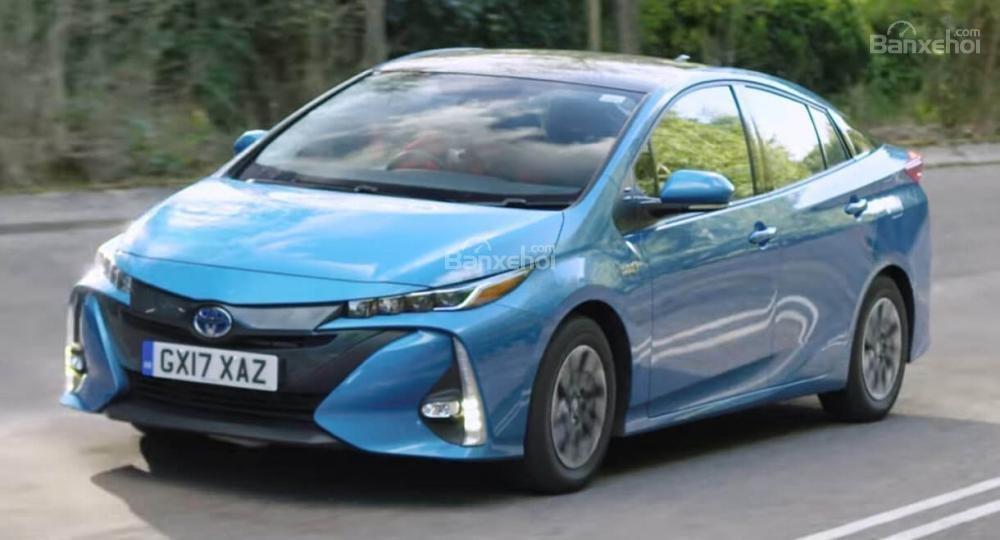 Điểm qua một số lợi thế, bất cập của Toyota Prius PHEV 1