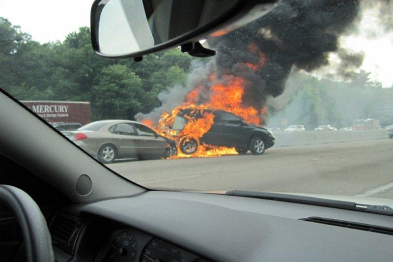 Cháy xe do va chạm 7