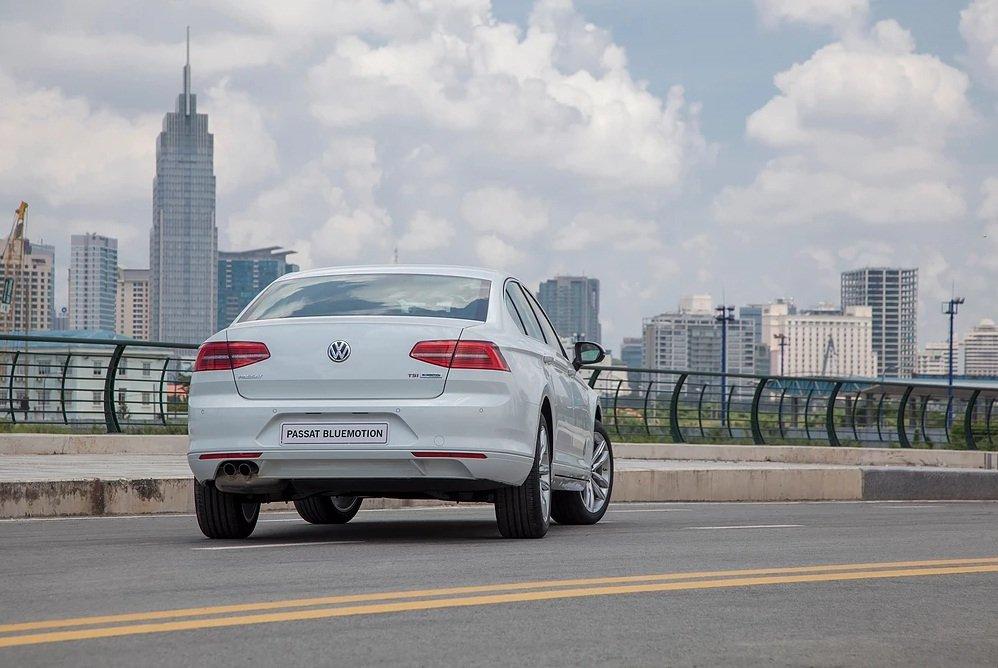 Ảnh chụp đuôi xe Volkswagen Passat 2018