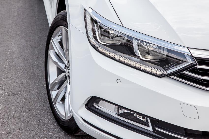 Ảnh chụp đèn pha xe Volkswagen Passat 2018