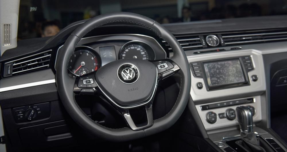 Ảnh chụp vô-lăng xe Volkswagen Passat 2018