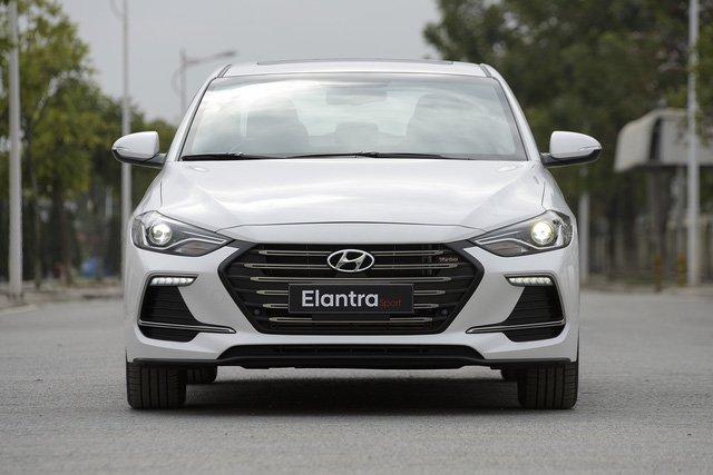 Giá lăn bánh Hyundai Elantra Sport 2018 vừa mở bán tại Việt Nam a1
