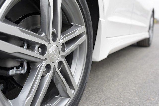 Giá lăn bánh Hyundai Elantra Sport 2018 vừa mở bán tại Việt Nam a9