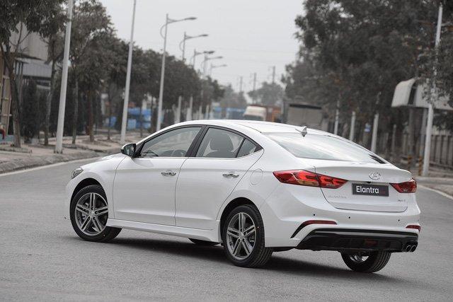 Giá lăn bánh Hyundai Elantra Sport 2018 vừa mở bán tại Việt Nam a4