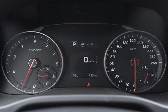 Đánh giá xe Hyundai Elantra Sport 2018: Đồng hồ lái thiết kế mới, thể thao .