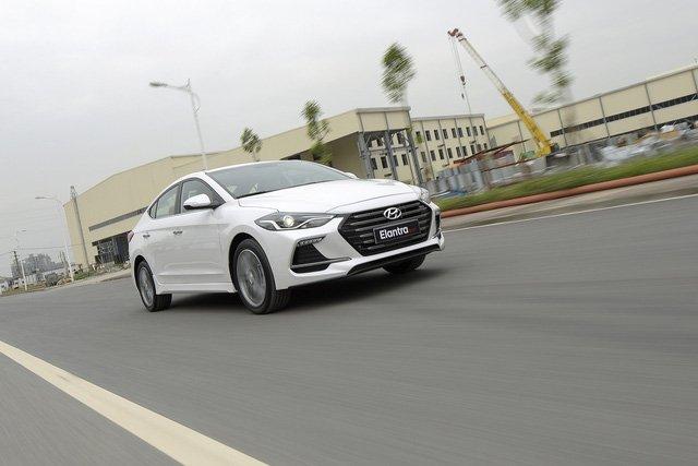 Đánh giá xe Hyundai Elantra Sport 2018 về công nghệ an toàn.