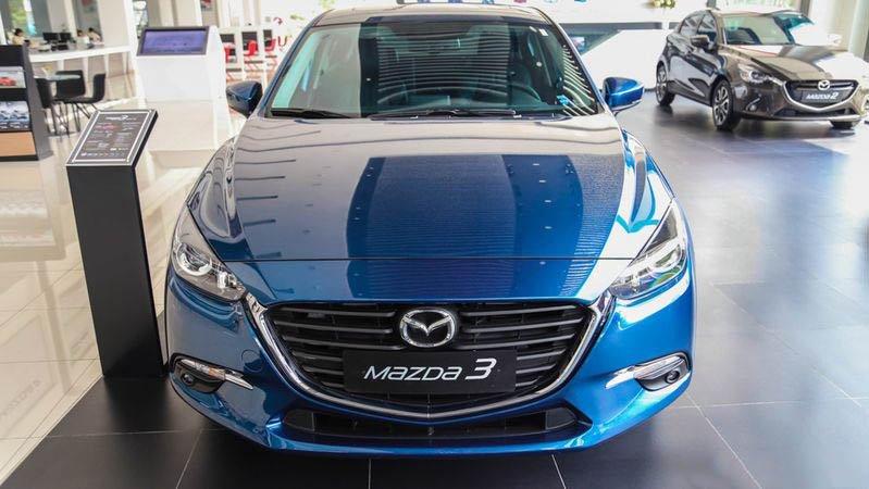 So sánh xe Mazda 3 2018 và Hyundai Elantra Sport 2018 về đầu xe.