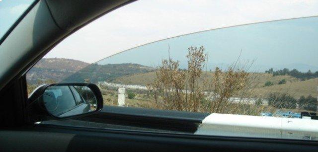 Chăm mở cửa kính đón khí lành vào xe 2