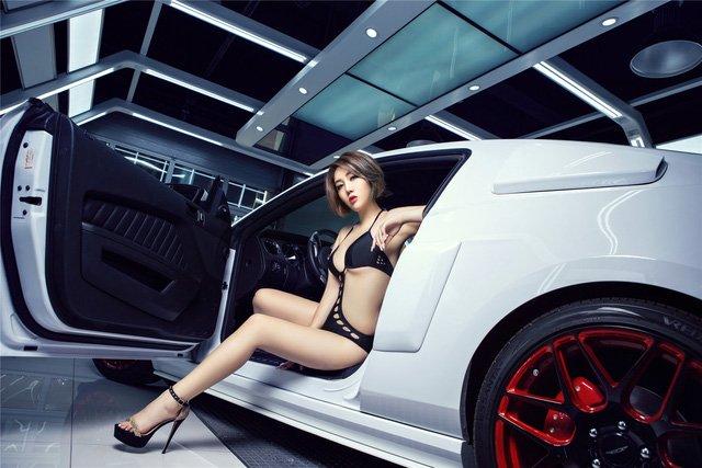 Người đẹp và xe Ford Mustang a10