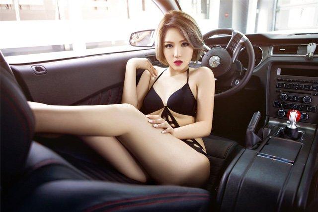 Người đẹp và xe Ford Mustang a13
