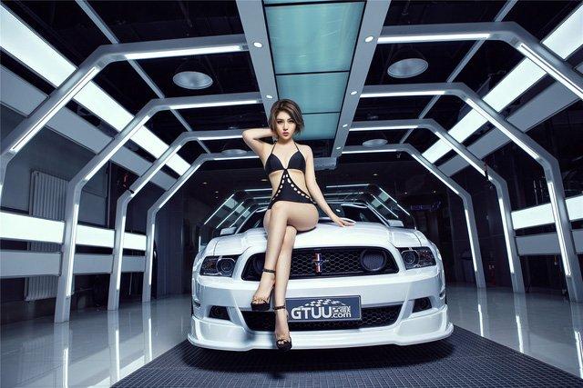 Người đẹp và xe Ford Mustang a11